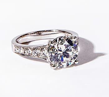 edler ring mit diamanten von arthur reicher